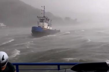 Ciclone atinge litoral do Paraná; afunda barcos e causa estragos