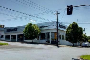 Concessionária fecha e clientes ficam sem prestação de serviço em Umuarama