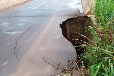 Ponte do Rio da Anta na PR-082 continua interditada e sem previsão de liberação