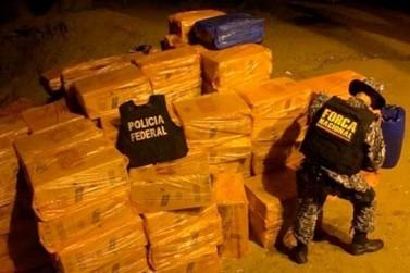 Policiais Federais são recebidos a tiros por contrabandistas, em Altônia