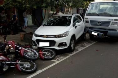 Acidente com caminhões, carro e motos, em Umuarama, deixa motorista ferido