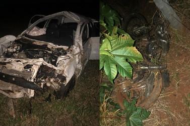 Acidente entre carro e moto deixa três pessoas mortas e quatro feridas na PR-082