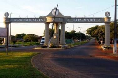 Homem morre baleado após jogar caminhonete contra policiais em Francisco Alves