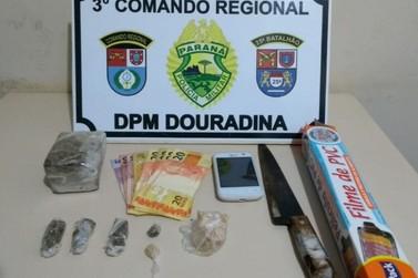 Jovem é preso após denúncia de tráfico de drogas em Douradina