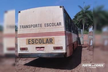 PM apreende ônibus carregado com 500 caixas de cigarros em Ivaté