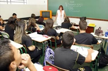 22% dos alunos do ensino médio têm dois ou mais anos de atraso escolar no Paraná