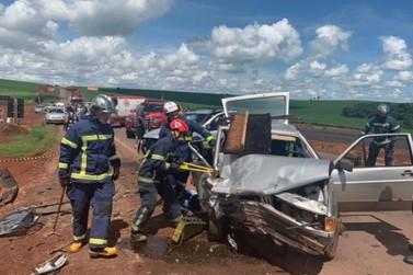 Seis pessoas ficam feridas, quatro em estado grave, em acidente na PR-323