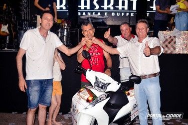 Morador de Vila Formosa é o ganhador da moto 0Km da ACED, em Douradina