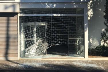 Ladrões arrombam agência bancária em Paranavaí