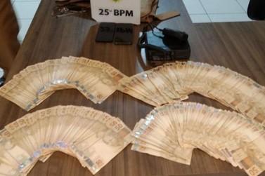Suspeitos tentam subornar PMs após flagrante de contrabando em Douradina