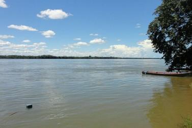 Homem morre afogado após cair no Rio Paraná durante pescaria
