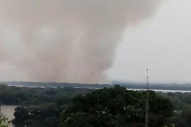 Incêndio atinge área do Parque Nacional de Ilha Grande, em Porto Camargo