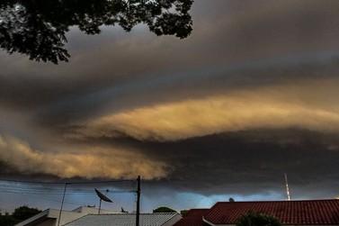 Novo ciclone deve atingir o Paraná entre esta segunda e terça-feira