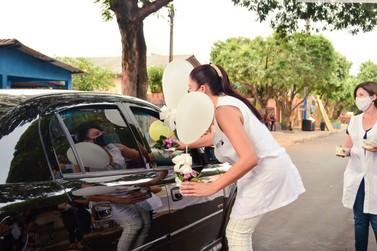Dia do Professor é comemorado com drive-thru em Douradina