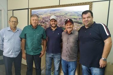 Prefeito de Ivaté, Univaldo Campaner, recebe prefeito e vice eleitos