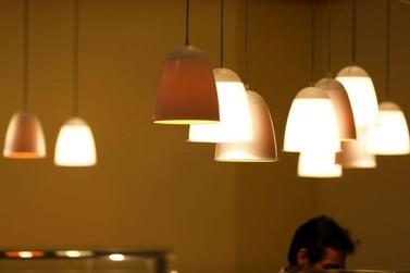 Com bandeira amarela, conta de luz fica mais barata em janeiro