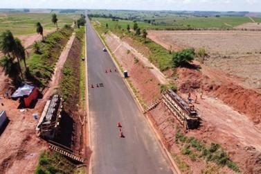 Governador Ratinho Junior visita obras da Estrada Boiadeira, em Umuarama
