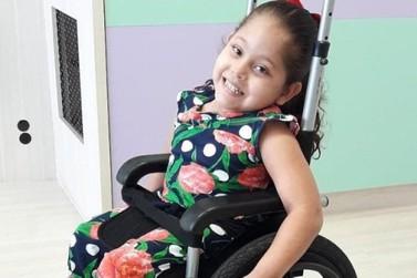 Família faz vaquinha para comprar cadeira adaptada para menina de Douradina
