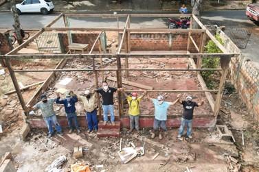 Gente que inspira Gente: Voluntários se unem para construir nova casa para idosa