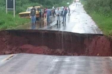 12 pontos de rodovias do Paraná permanecem fechados