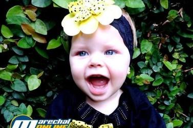Bebê de 2 anos com paralisia cerebral necessita de ajuda