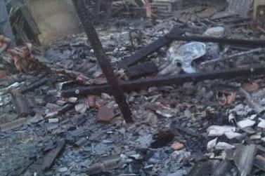 Casa pega fogo em Icaraíma
