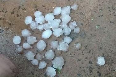 Chuva de granizo e vendaval causam estragos em Querência do Norte