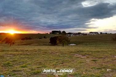 Após céu nublado e chuva, sol reaparece em Douradina