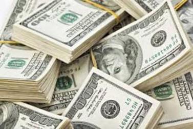 Dólar cai para R$ 3,70 nesta manhã de sexta-feira