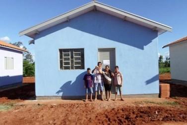 Casa própria vira realidade para 235 famílias