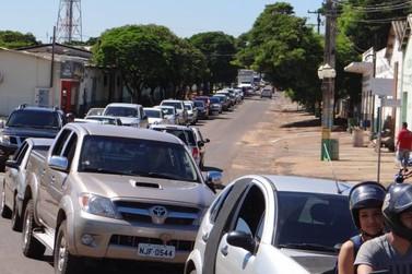 População de Douradina fazem manifestação contra a corrupção no Brasil