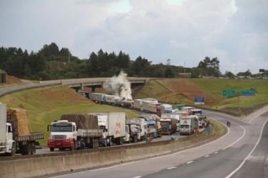 Governo garante diesel estável por 6 meses para tentar encerrar protestos