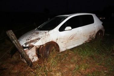 Mulher derrapa o carro e perde controle na PR 482