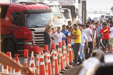 Proposta do governo fracassa e grevistas ampliam bloqueio