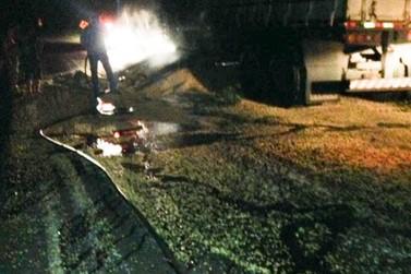 Carreta desacopla de caminhão e quase pega fogo em Ivaté
