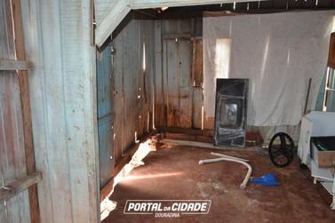 Chuva forte provoca desabamento de parte de uma casa em Douradina