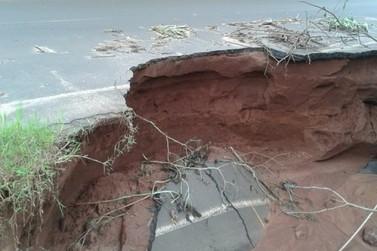 Cratera entre Ivaté e Umuarama avança na pista e pode ser interditada