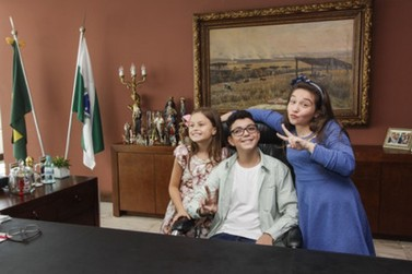 Governador recebe vencedor e finalistas paranaenses do The Voice Kids