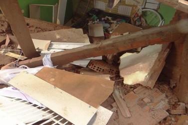 Por conta da chuva, casa desaba em Icaraíma