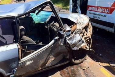 Acidente deixa carros destruídos e uma pessoa ferida próximo a Douradina