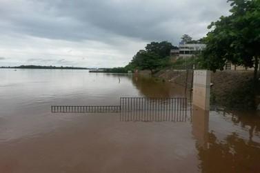 Nível do Rio Paraná continua subindo e causa prejuízos
