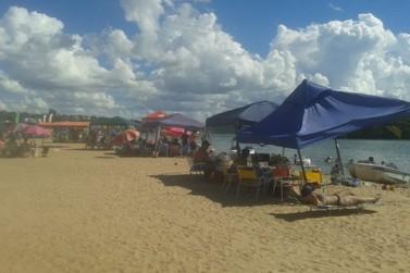 Bombeiros e Marinha garantem segurança dos banhistas na prainha de Porto Camargo