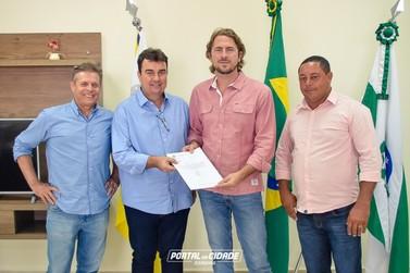 Douradina recebe recursos para aquisição de van e equipamentos de fisioterapia