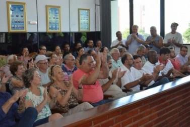 Em Cruzeiro do Oeste projeto popular pede a redução de salários e de vereadores