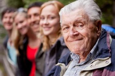 Expectativa de vida sobe para 75,8 anos, diz IBGE