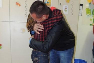 Garotinha de Xambrê conhece doador de medula que salvou sua vida