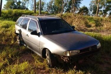 Motorista desvia de carreta e perde o controle do veículo na PR-580