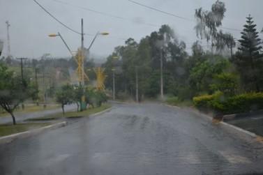 O tempo segue instável com risco de temporais na região de Douradina