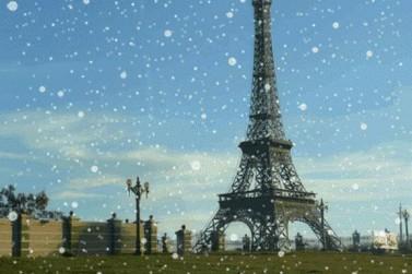 Para compor o visual, a baixa temperatura decidiu colaborar com a Torre Eiffel