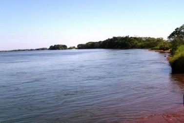 Pescadores encontram corpo boiando no Rio Paraná